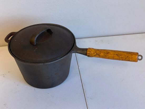 Vintage Cast Iron 3 qt Sauce Pan & Lid Wood Handle