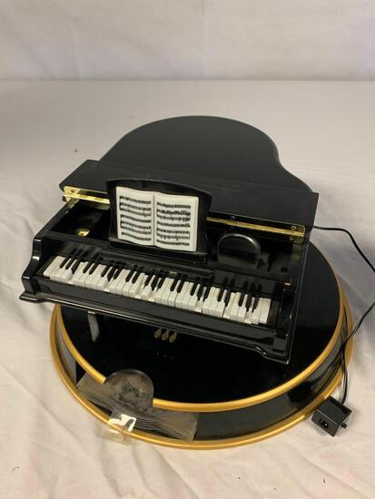 Mr. Christmas Grand Piano Music Box- 10 Discs. Untested as it needs a 3V Plug that I was unable to