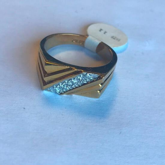 14KT Gold Electroplated Ring with Cubic Zirconia Center Detail (Size 11)