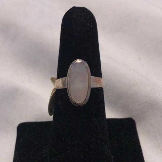 Sterling Silver Ring with Opal-Colored Center Stone (Size 7)