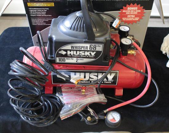 Husky portable 2 gallon, 100 PSI Air compressor/ with all attachments, Unused in box