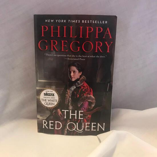 """""""The Red Queen"""" Written by Phillipa Gregory Paperback"""