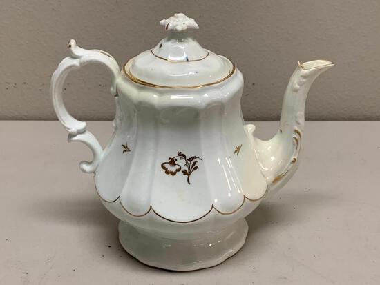 Vintage porcelain Tea Pot with lid