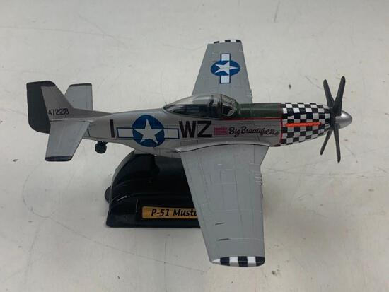Airplane P-51 Mustang 1:48 Scale Diecast on stand