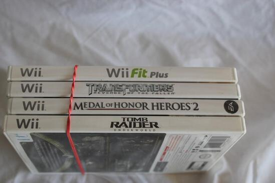 4 Wii Games in Cases