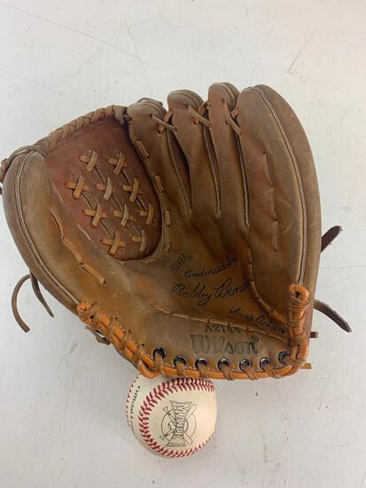 Vintage Wilson Bobby Bonds pro model (A2114) adult right handed thrower baseball glove with baseball