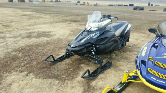 '07 Yamaha RX10GTWB Snowmobile