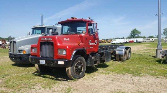 '87 Mack DM6855 Rolloff Truck