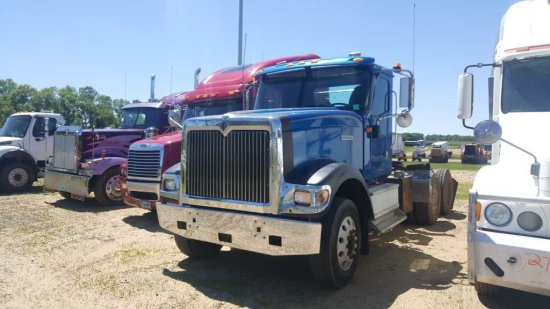'01 International 9900i Daycab Tractor Truck