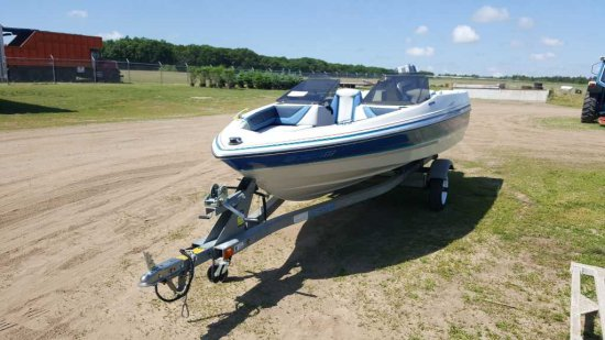 '88 Bayliner Capri 15' Boat & Trailer