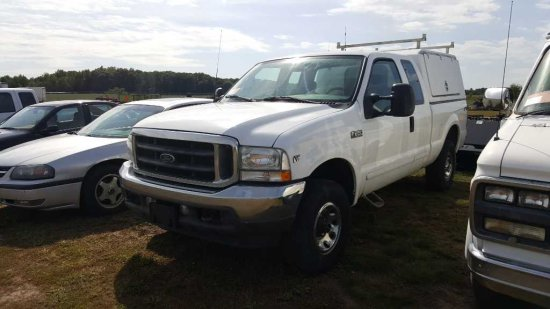 '02 Ford F250 Ext Cab Pickup Truck w/Topper