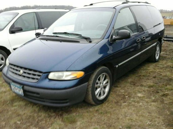 '00 Chrysler Town & Country Van