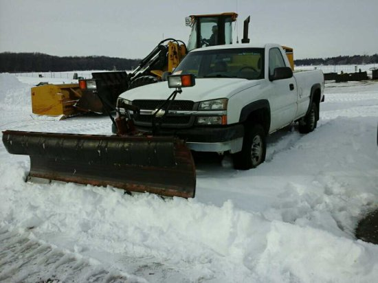 '04 Chevrolet Pickup w/Plow