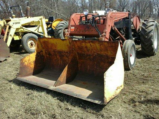 International Farmall 300 Tractor w/Loader