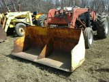 International Farmall 300 Tractor w/Loader