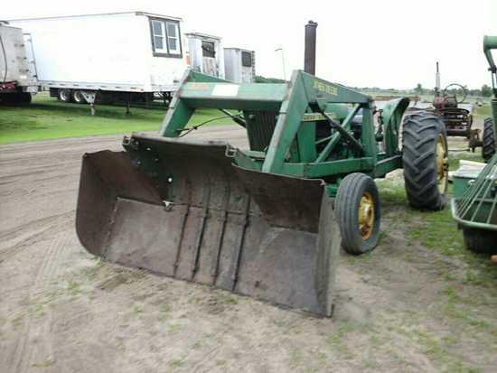 John Deere 2010 Tractor w/Loader