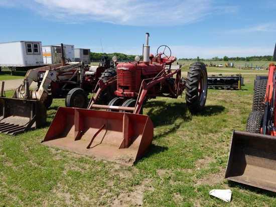 Farmall H Tractor w/Loader