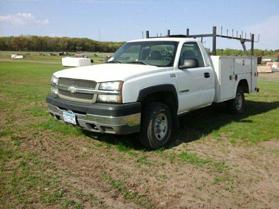 '03 Chevrolet 2500HD Pickup Truck w/ Service Box
