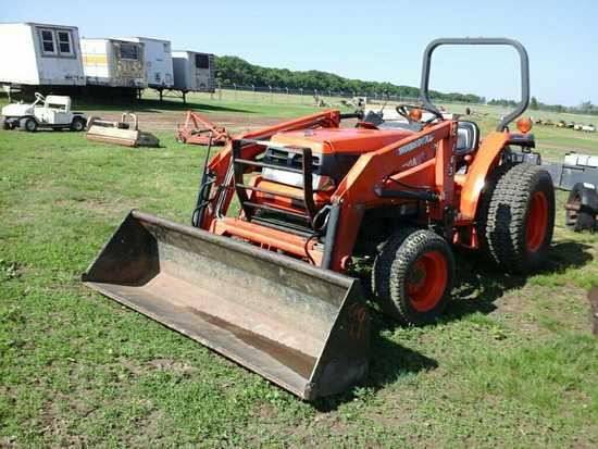 Kubota L4200 Tractor w/Loader