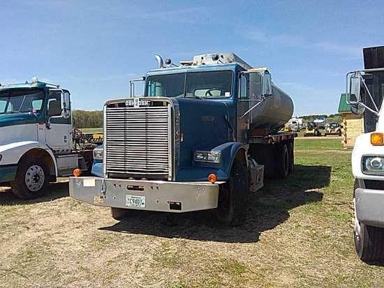 Freightliner Flatbed Truck w/Water Tank