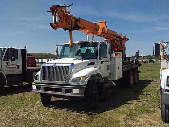 '02 International 7400 TA Boom Truck