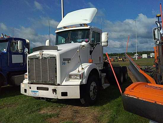 '96 Kenworth T800 Day Cab Tractor Truck