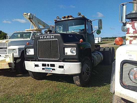 '80 Mack TA Daycab Tractor Truck
