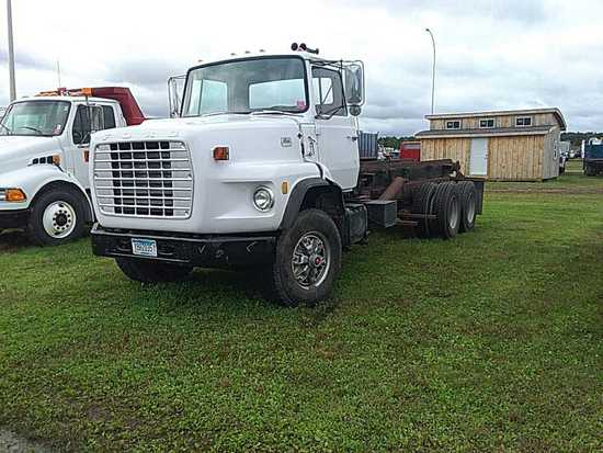'73 Ford 9000 Roll Off Truck