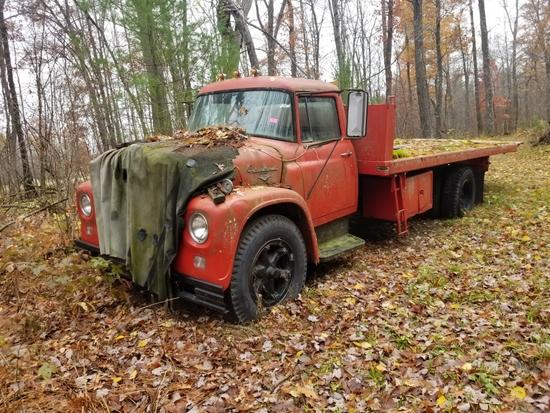 '66 International 1700 Roll Back Truck