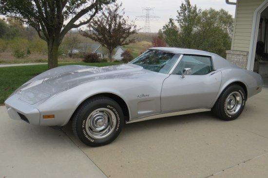 1976 Chevrolet Corvette Stingray, L48 350 V-8 Gas Engine, Automatic Transmission, T-Tops, Power Wind