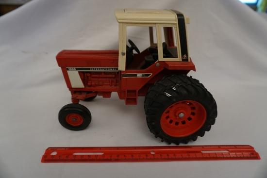 Ertl Die Cast Metal 1/16 Scale International 1586 Tractor (No Box).