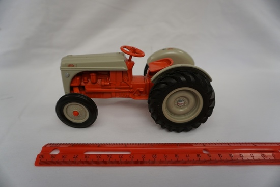 Ertl Die Cast Metal 1/16 Scale Ford Utility Tractor (No Box).