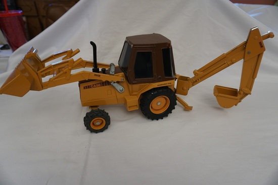 Ertl Die Cast Metal 1/16 Scale Case Construction King 580E Tractor Loader B