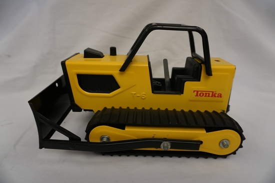 Metal Tonka 1/16 Scale T-6 Dozer.