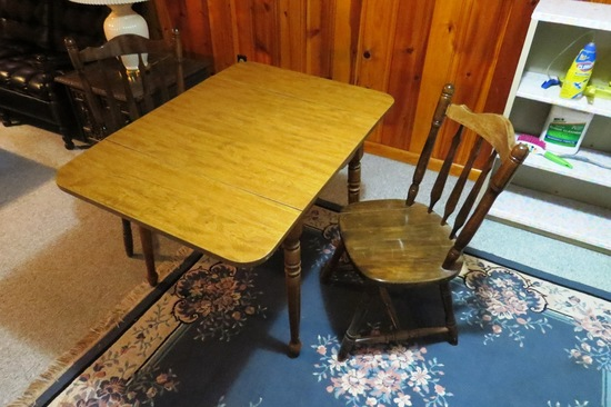Duncan Phyfe Type Kitchen Table & (2) Chairs.