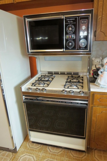 Caloric Pilotless Self-Cleaning Stove & Oven Combo with Microwave Cooking C