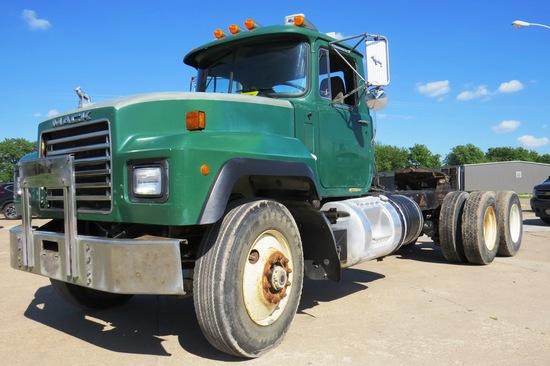 2000 Mack Model RD688S Tandem Axle Conventional Truck Tractor, VIN#1M2P267CXYM053719, Mack E7-350 Tu