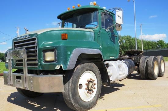 2000 Mack Model RD688S Tandem Axle Conventional Truck Tractor, VIN#1M2P267C01M061236, Mack E7-350 Tu