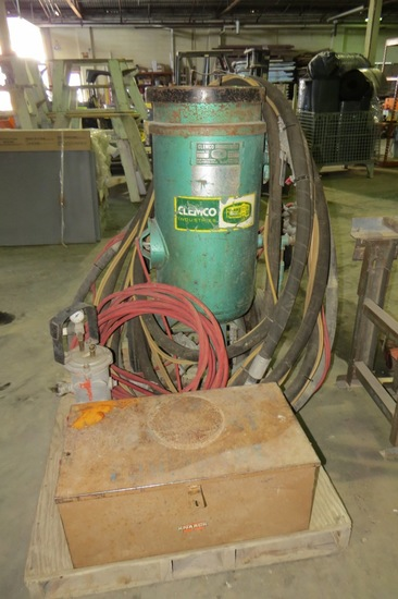 Clemco Industries Model 1649 Heavy Duty Industrial Sandblast Pot with Hose, Gun, Helmet & Aspirator