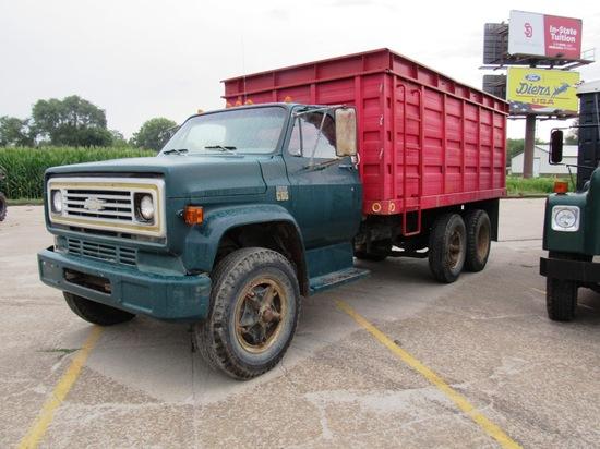 1975 Chevrolet C-65 Tandem Axle Grain Truck, VIN #CCE675V118077, 454 V-8 Gas Engine, 5 & 2 Transmiss