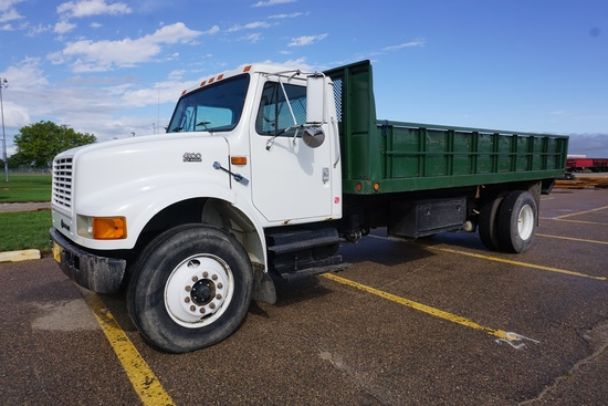 1999 International Model 4900 4x2 Single Axle Dually Flatbed Truck, VIN# 1HTSDAAN7XH646258, DT466E D