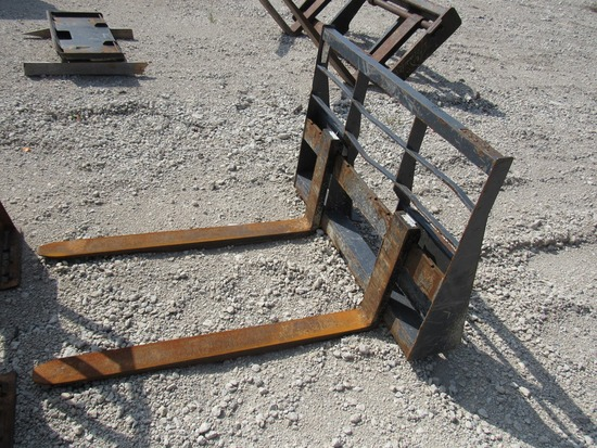 Heavy Duty Forklift Attachment for Skidloaders.