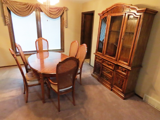 Stanley Furniture Co. Formal Dining Room Set with Walnut Table & (2) Leaves, (2) Captains Chairs, (4