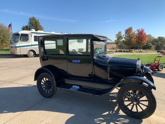 1926 Ford Model T 2-Door Coupe, VIN# 14107239, Flathead Gas Engine, Very Good Condition, Tons of Roo