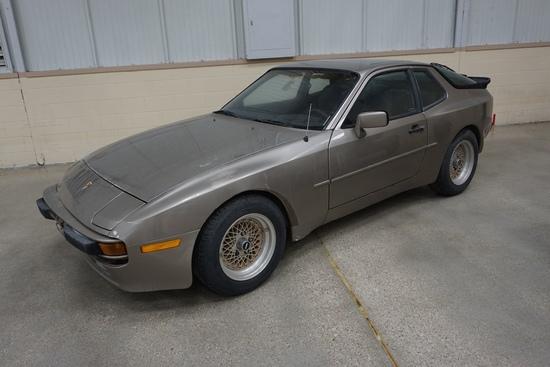 1983 Porsche 944 2-Door Coupe, Engine Needs Repair.