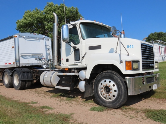 2009 Mack Model CHU613 Tandem Axle Conventional Day Cab Truck Tractor, VIN# 1M2AN07C19N004401, Mack