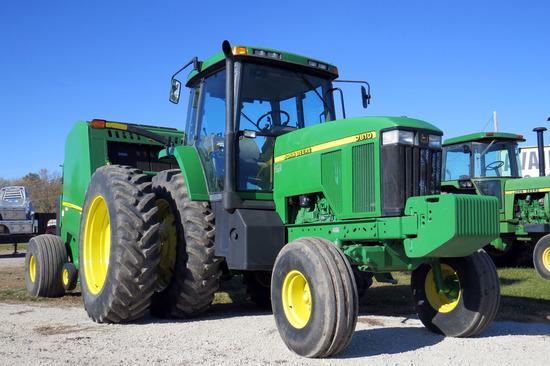 2001  John Deere Model 7810 Diesel Tractor, SN #RW7810P059997, John Deere Diesel Engine, Power Shift