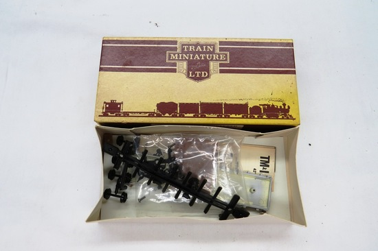 HO Scale Train-Miniature Union Pacific 42' Rail & Tie Car, Item #5608 in Or