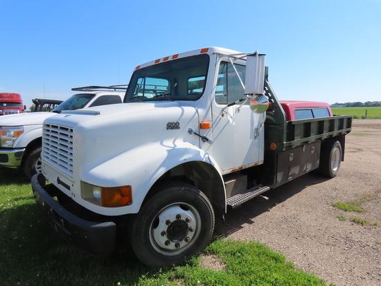 2000 International Model 4700 Single Axle Dually Flatbed Truck, VIN# 1HTSLAAM6YH242479, DT466E Diese