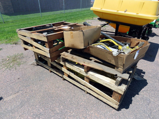 New John Deere 60� Deck for 4000 Series Utility Tractors, In crate M02733x180559.